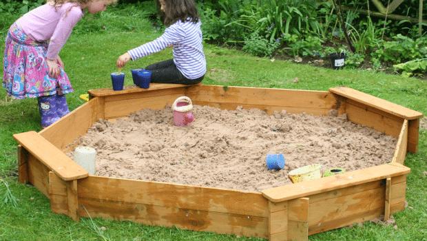 Sandkasse med låg